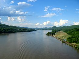 260px-Hudson_river_from_bear_mountain_bridge