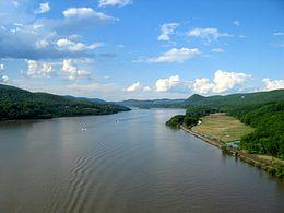 260px-Hudson_river_from_bear_mountain_bridge